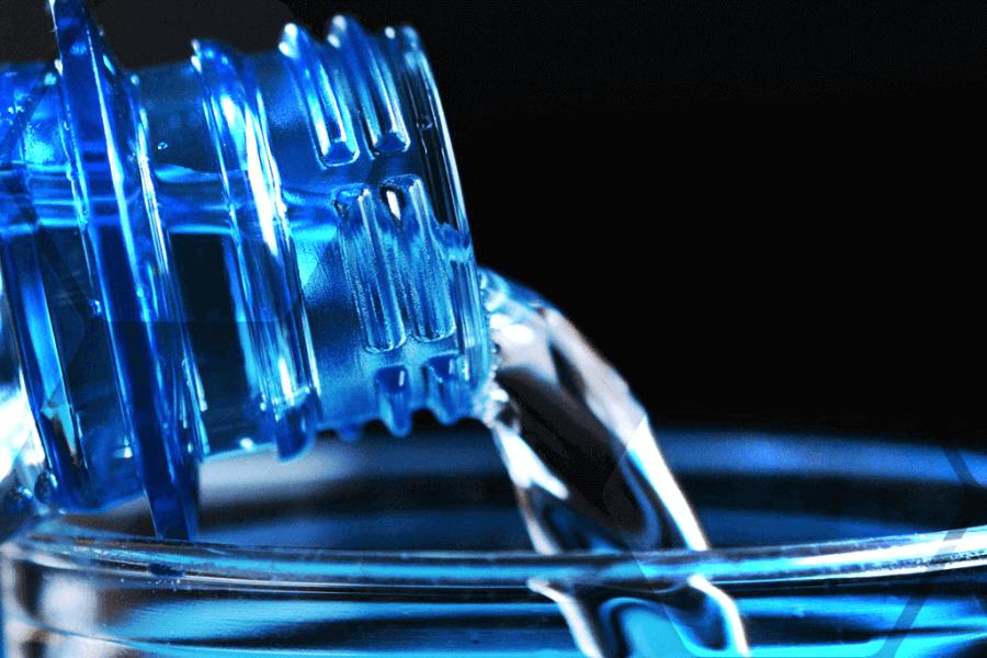 particules plastiques bouteilles eau